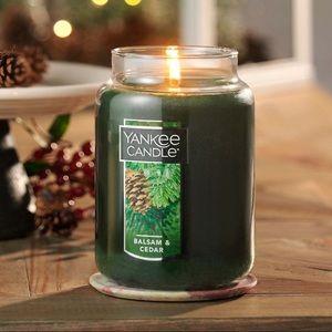 Yankee Candle Balsam and Cedar 22 oz